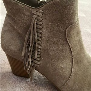 Suede booties with side fringe